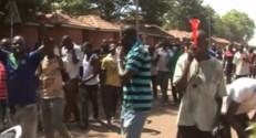 Le 20 heures du 31 octobre 2014 : Burkina Faso : le pr�dent c�, l%u2019arm�prend le pouvoir - 1345.516