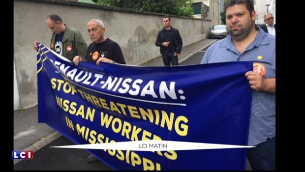 Des ouvriers américains manifestent devant Renault-Nissan en France