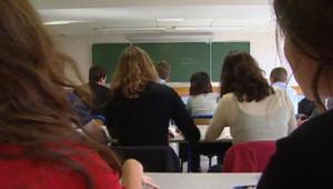Elèves lycée éducation cours classe étudier