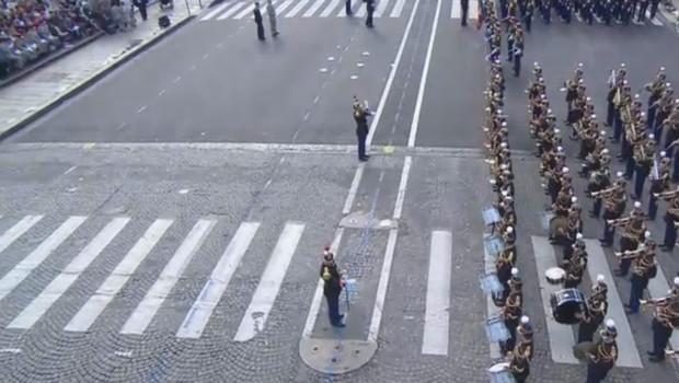 14 juillet, peu avant 10 heures du matin : le défilé va pouvoir commencer. La garde républicaine est en place.