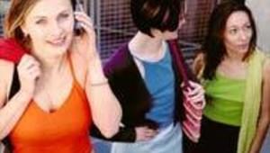 Mobile téléphone France Telecom jeunes femmes adolescents (DR)