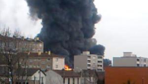 L'incendie s'est déclaré jeudi vers 16 heures dans un entrepôt textile de La Courneuve