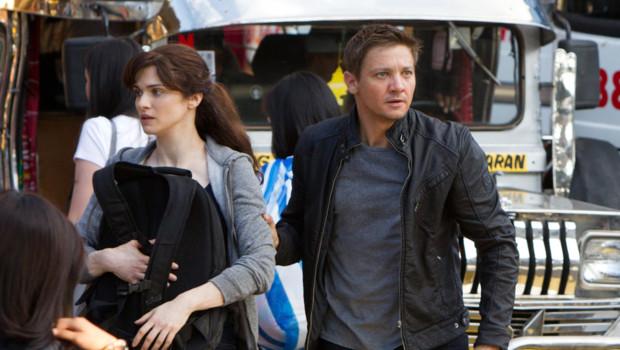 Rachel Weisz et Jeremy Renner dans le film Jason Bourne : l'héritage de Tony Gilroy