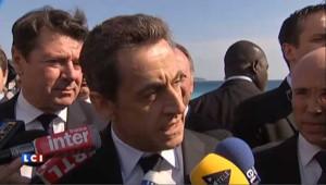 """Sarkozy fustige """"l'esquive permanente"""" de Hollande"""