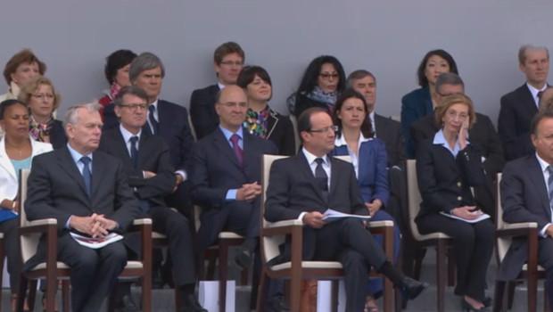 François Hollande a pris place dans la tribune officielle, au milieu des membres du gouvernement...