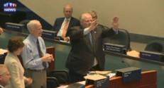 Rob Ford, le maire de Toronto, danse lors du conseil municipal du 28 août 2014.