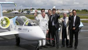 Arnaud Montebourg au vol inaugural de l'E-Fan du groupe Airbus