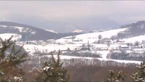 Le 13 heures du 5 février 2015 : Pyrénées : la neige ralentit le quotidien des riverains - 1429.954