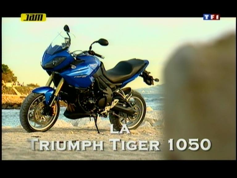vid o automoto essai moto la triumph tiger 1050 avec jean pierre foucault mytf1. Black Bedroom Furniture Sets. Home Design Ideas
