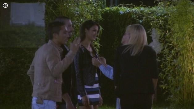 Benoît profite de voir Leila pour lui dire qu'elle est sa préférée.
