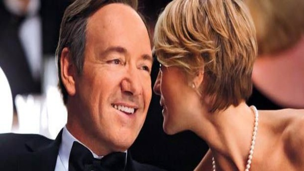 House of Cards. Une série créée par David Fincher en 2013. Avec : Kevin Spacey, Robin Wright, Kate Mara.
