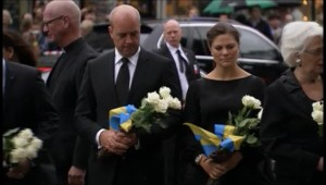 L'arrivée des personnalités à la salle de concert Spektrum d'Oslo, pour participer à un hommage aux morts d'Utoeya (21 août 2011)