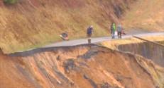 Le 13 heures du 1 mars 2015 : Hautes-Pyrénées: une coulée de boue coupe un hameau du monde - 83.11399999999999