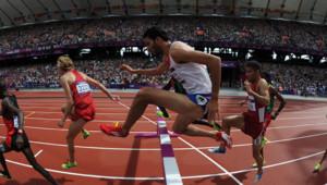 Mahiedine Mekhissi-Benabbad passant une haie au 3000 m steeplechase, le 3 aôût aux JO de Londres.