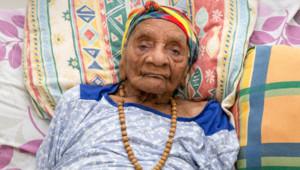 Eudoxie Baboul, doyenne des Français, âgée de 114 ans, photographiée le 22 mai 2015 à Matoury, en Guyane.