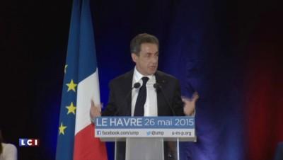 """Sarkozy accuse Hollande de vouloir """"choisir"""" le nouveau nom de l'UMP"""
