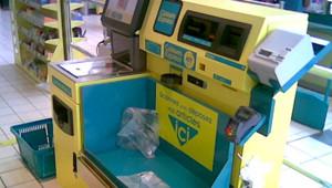 caisse supermarché automatique caissière