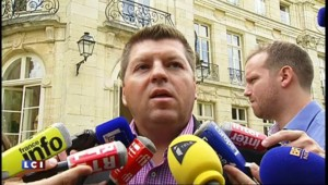 Crise agricole : à Dijon, Hollande se pose en défenseur des éleveurs