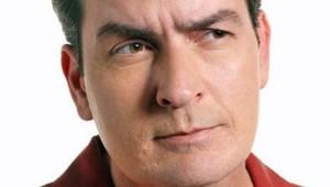 Charlie Sheen - Mon oncle Charlie. Une série créée par Chuck Lorre, Lee Aronsohn en 2003. Avec : Charlie Sheen, Jon Cryer, Angus T. Jones
