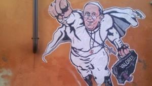 Grafitti du pape François repésenté en Superman