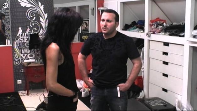 Puis, Julian tient à s'expliquer auprès de Nathalie. Il lui reproche notamment sa proximité passée avec Aymeric et son baiser fougueux avec lui il y a quelques semaines...