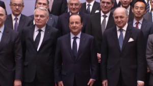 Photo de famille du gouvernement et des grands patrons à l'Elysée