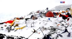"""Le 20 heures du 27 avril 2015 : Après le séisme, des centaines d'alpinistes coincés sur le """"toit du monde"""" - 770.742"""