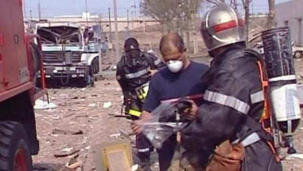 Les pompiers sur le site de l'usine AZF
