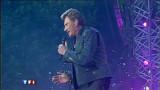La voix cassée, Johnny annule un concert