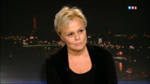 """Le 20 heures du 22 septembre 2013 : Muriel Robin sur le plateau du 20h : """"on a tous des hauts et des bas"""" - 2395.537443786621"""