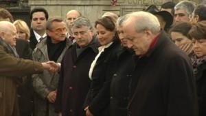 Les responsables socialistes devant la tombe de François Mitterrand à Jarnac (8 janvier 2011)
