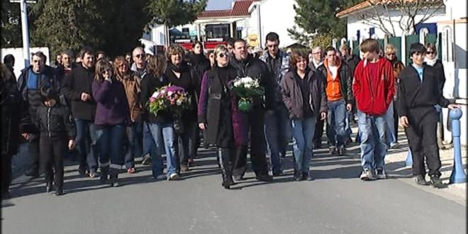 Marche silencieuse à l'Aiguillon-sur-Mer 6 jours après la tempête, le 6 mars 2010