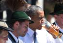 Barack Obama goûte à la culture bavaroise avec une bière... sans alcool quelques heures avant le G7, le 7 juin 2015 à Krüne, en Allemagne.