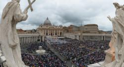 Le Vatican et la place Saint-Pierre le 27 avril 2014 lors de la cérémonie de canonisation des papes Jean-Paul II et Jean XXIII