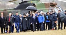 Les yeux dans l'actu : l'arrivée de Bernard Cazeneuve sur le site du crash de l'A320