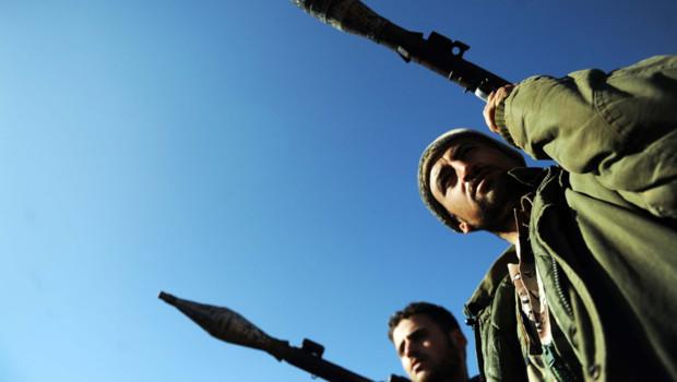 Rebelles syriens armés de lance-roquettes, région d'Idleb, 22/2/12
