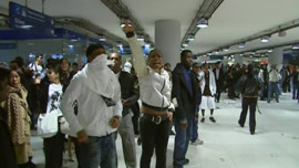 TF1/LCI : Groupes de jeunes défiant les CRS