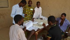 Archives : bureaux de vote au Mali pour le 1er tour de la présidentielle, juillet 2013