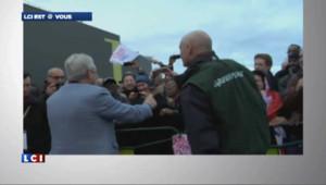 """Les militants de Greenpeace ont souhaité la bonne année aux dirigeants du PS dimanche au Bourget : du rouge au Tricastin, un camembert au goût de Flamanville et une terrine """"maison"""" Blayais."""