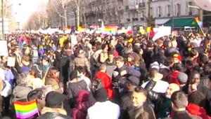 Les partisans du mariage pour tous ont battu le pavé parisien dimanche pour arriver place de la Bastille. Ils auraient été 125.000 d'après la police, 400.000 selon les organisateurs.
