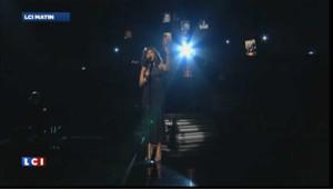 Whitney Houston dans tous les esprits aux Grammy Awards