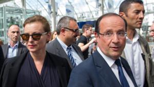 François Hollande et Valérie Trierweiler à la Gare de Lyon le 02/08/2012.