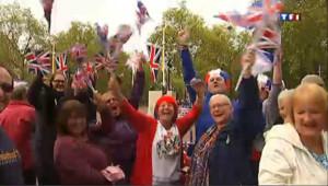 Jubilé de la Reine : des milliers de fans pour voir sa Majesté