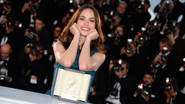 """Bérénice Bejo et son prix d'interprétation pour le film """"Le Passé"""" à Cannes le 26 mai 2013"""