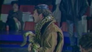 Ca s'est passé un 29 janvier : que fait PPDA avec un serpent sur les épaules ?