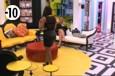 Jessica va montrer sa tenue à Aurélie qui commence alors à lui donner des conseils sur la meilleure façon d'attirer l'attention de Vincent.