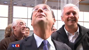Hollande fait de l'humour