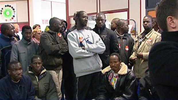 sans-papiers grévistes réclamant leur régularisation (16 avril 2008)