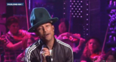 Pharell Williams au Saturday Night Live