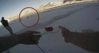 La glace se brise : le sauvetage d'une femme tombée dans un lac gelé